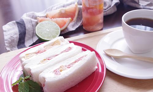 《フルーツピクルスシトラスmix》のサンドイッチ