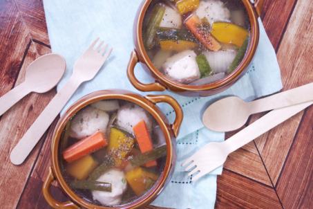 鶏だんごと《チンする!ピクルスHOTジンジャー》のすっぱ辛スープ