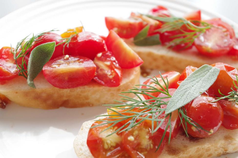 《トマトのピクルス》のブルスケッタ