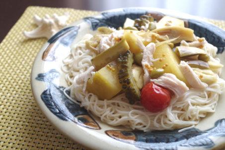 《7種野菜の冷やしピクルス》のサラダ素麺